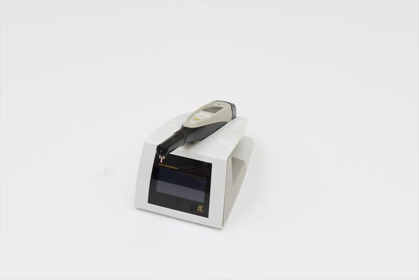 ダイアグノペン(虫歯の深さを調べる機械)