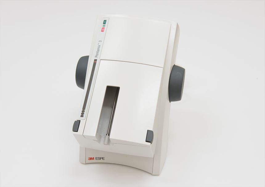 ペンタミックス3(型取りの材料を混ぜる機械)