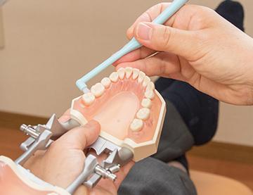 バイオフィルムを除去するには、ご家庭での歯磨き(セルフケア)が大切です。
